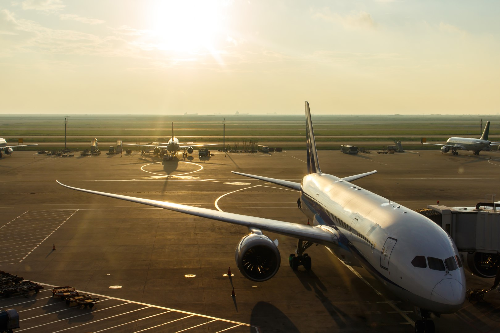 FIUMICINO, AIR PUSHED BY HAND ON THE TRACK: TAKE OFF 90 MINUTES LATE