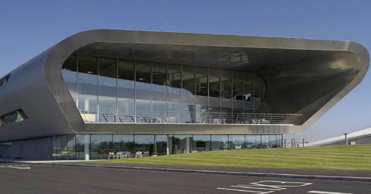 Macquarie buys Farnborough airport
