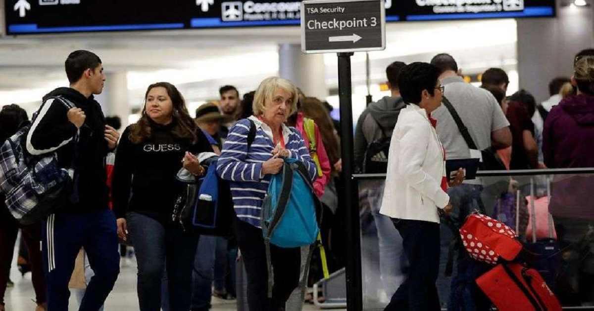 More than 1,000 flights cancelled or delayed as snow storm threatens much of US