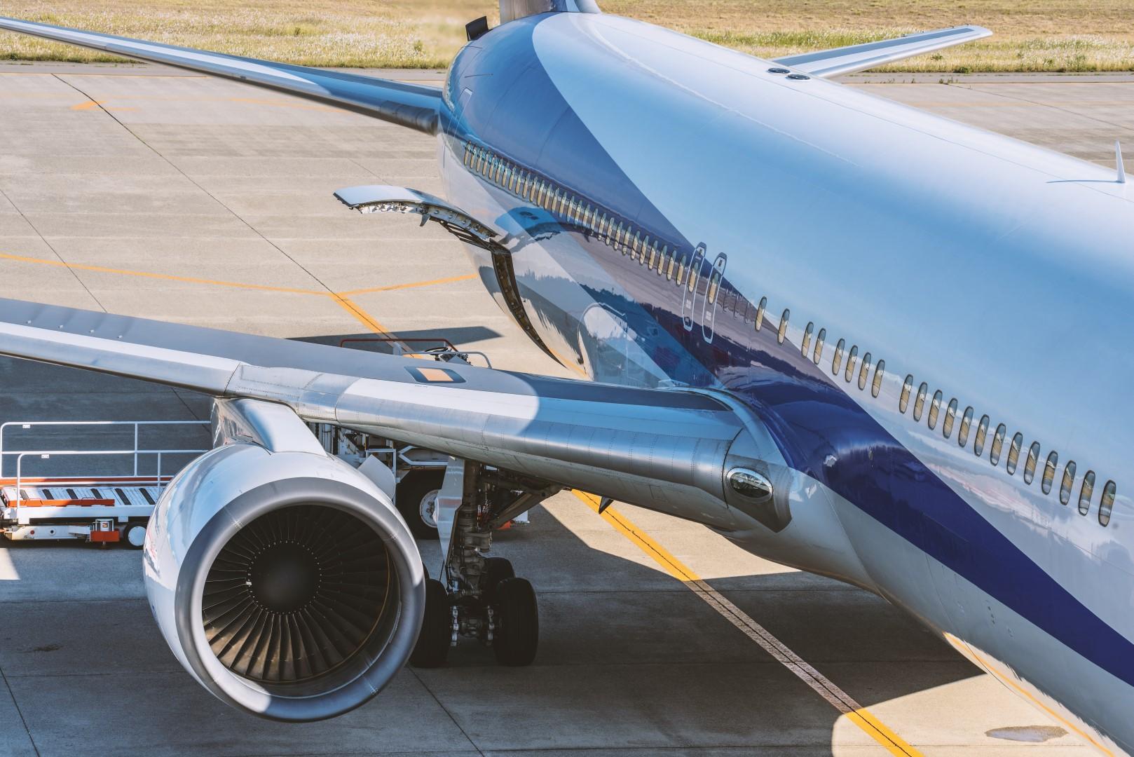 American Airlines Sees Unit Revenue Drop After Delta's Weak Outlook