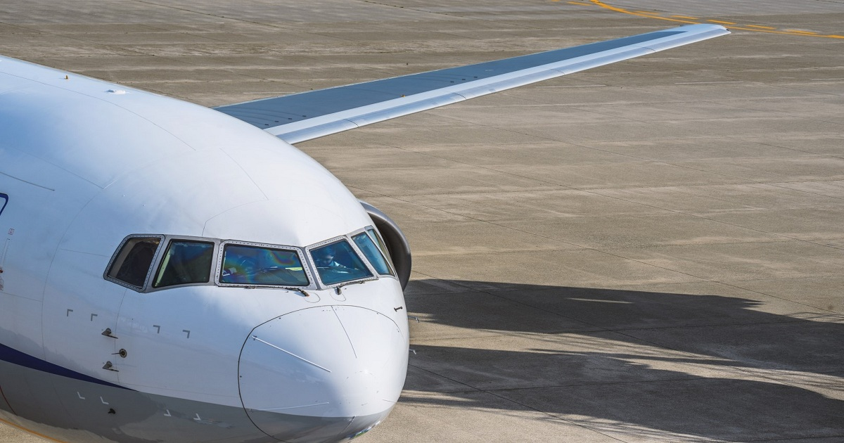 REDUCING THE LOAD: THE WEIGHT TRIMMING OF COMMERCIAL AIRCRAFT